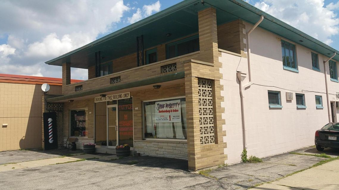Commercial for Sale at 3220 S 92nd St Milwaukee, Wisconsin 53227 United States