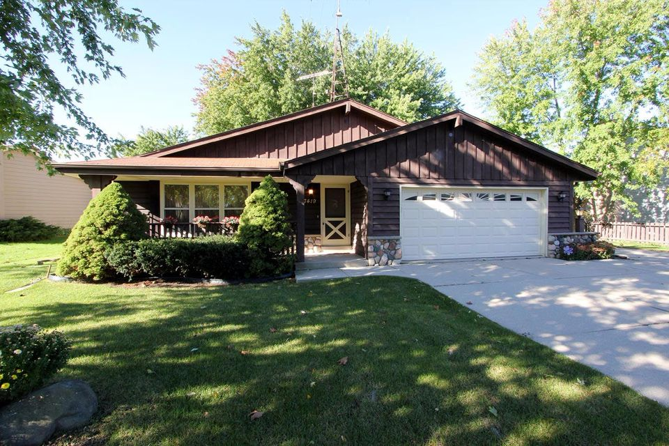 Single Family for Sale at 7419 S 77th St Franklin, Wisconsin 53132 United States
