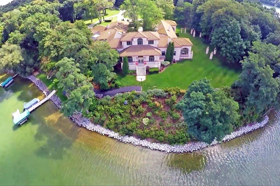 Single Family Home for Sale at 4545 Hewitts Point Road 4545 Hewitts Point Road Oconomowoc, Wisconsin 53066 United States