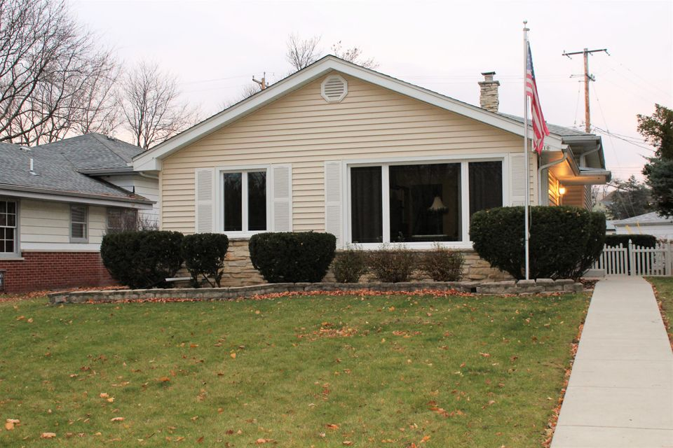 Single Family for Sale at 10310 W Fisher Pkwy Milwaukee, Wisconsin 53226 United States