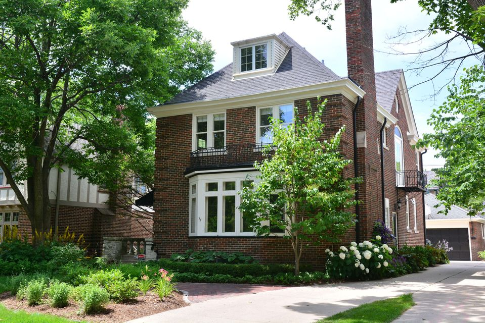 Single Family Home for Sale at 4427 N Stowell Avenue 4427 N Stowell Avenue Shorewood, Wisconsin 53211 United States