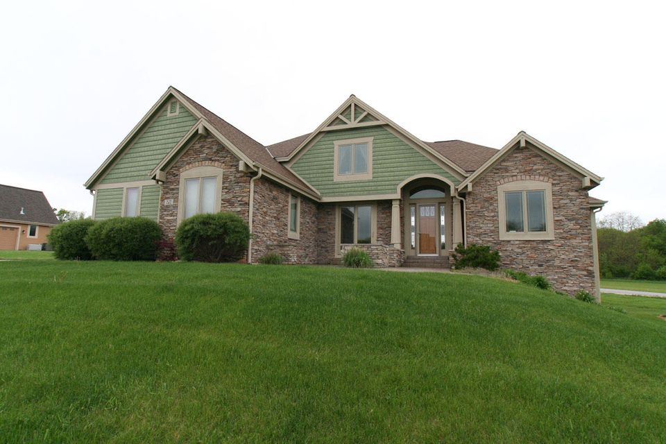 Single Family Home for Sale at W270S3831 Heather Drive W270S3831 Heather Drive Waukesha, Wisconsin 53189 United States