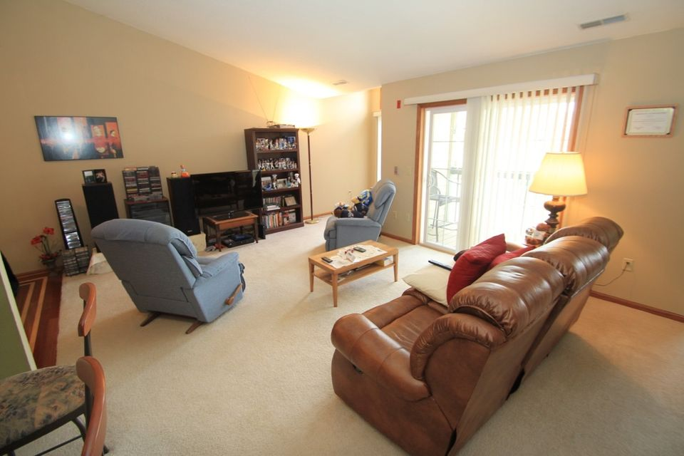 Condo / Townhouse for Sale at W240N2544 E Parkway Meadow Circle W240N2544 E Parkway Meadow Circle Pewaukee, Wisconsin 53072 United States