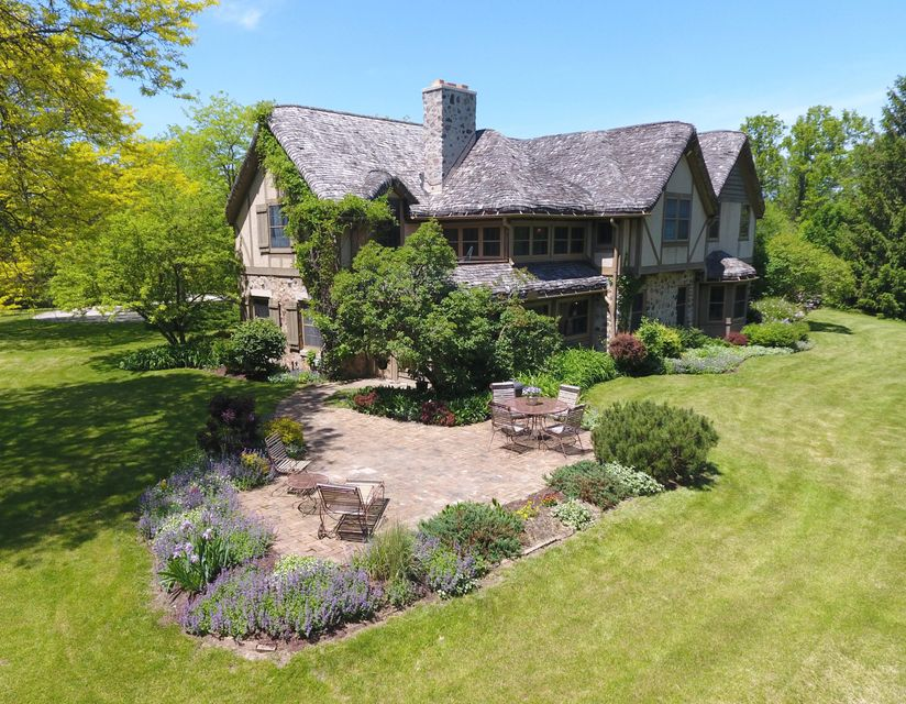 Single Family Home for Sale at 9430 N Upper River Road 9430 N Upper River Road River Hills, Wisconsin 53217 United States