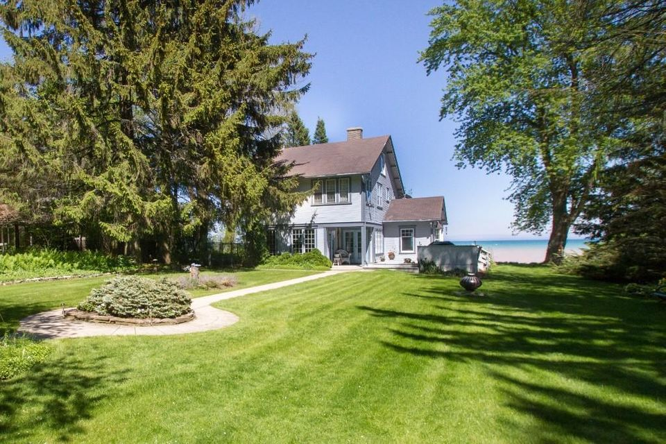 Single Family Home for Sale at 7250 N Beach Drive 7250 N Beach Drive Fox Point, Wisconsin 53217 United States