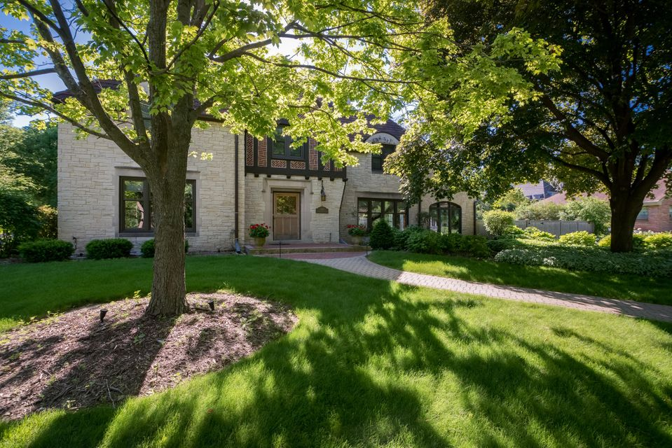 Single Family Home for Sale at 660 N Honey Creek Pkwy 660 N Honey Creek Pkwy Wauwatosa, Wisconsin 53213 United States