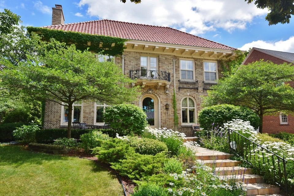 Single Family Home for Sale at 2805 E Menlo BLVD 2805 E Menlo BLVD Shorewood, Wisconsin 53211 United States