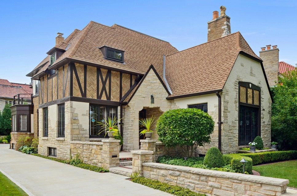 Single Family Home for Sale at 2811 E Menlo Blvd 2811 E Menlo Blvd Shorewood, Wisconsin 53211 United States