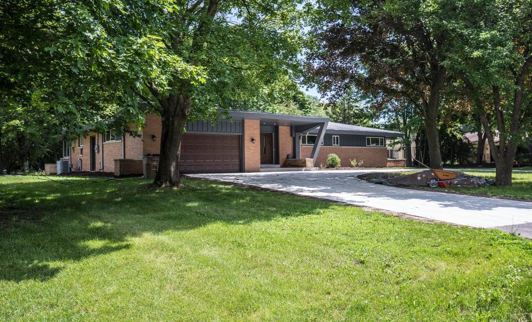 Single Family Home for Sale at 9260 N Thrush Lane 9260 N Thrush Lane Bayside, Wisconsin 53217 United States