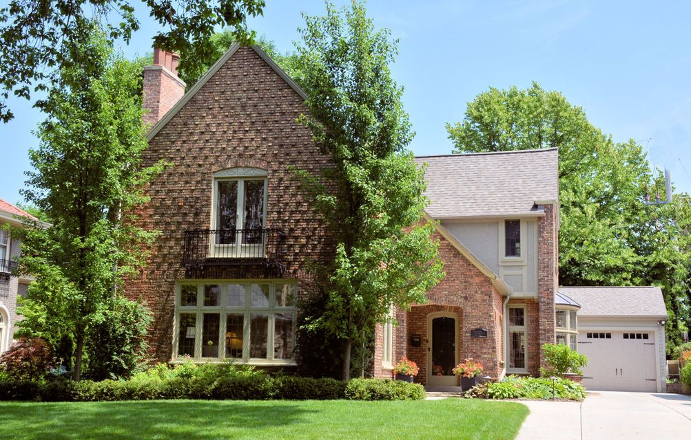 Single Family Home for Sale at 3508 N Summit Avenue 3508 N Summit Avenue Shorewood, Wisconsin 53211 United States