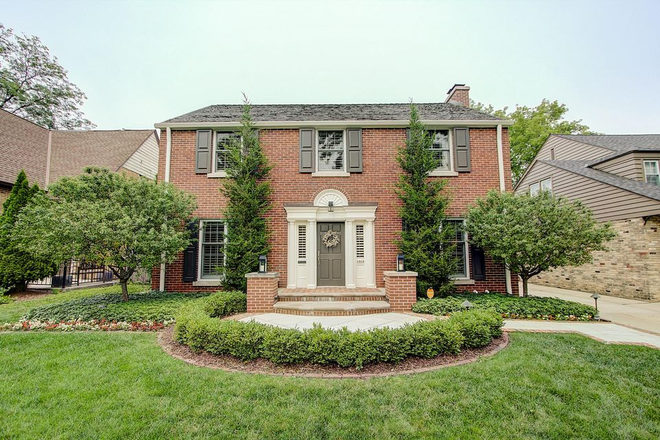 Single Family Home for Sale at 6068 N Kent Avenue 6068 N Kent Avenue Whitefish Bay, Wisconsin 53217 United States