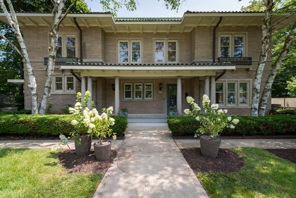 Single Family Home for Sale at 4162 N Lake Drive 4162 N Lake Drive Shorewood, Wisconsin 53211 United States