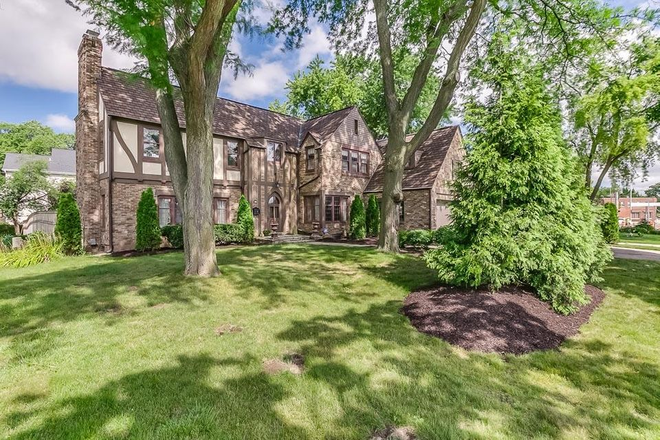 Single Family Home for Sale at 407 Glenview Avenue 407 Glenview Avenue Wauwatosa, Wisconsin 53213 United States