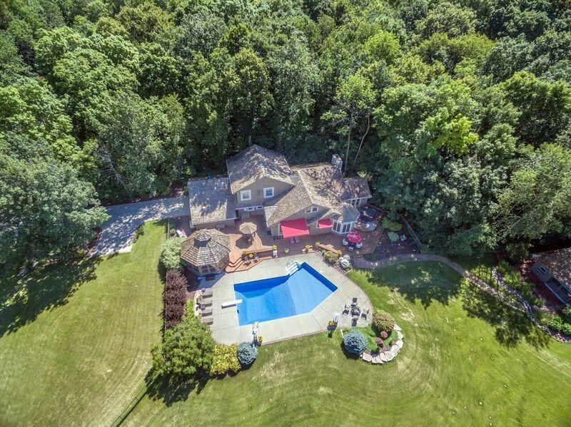 Single Family Home for Sale at W209N9141 Scenic Drive W209N9141 Scenic Drive Menomonee Falls, Wisconsin 53051 United States