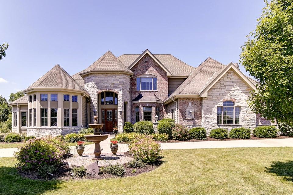 Single Family Home for Sale at 555 Hawks Ridge Road 555 Hawks Ridge Road Brookfield, Wisconsin 53045 United States
