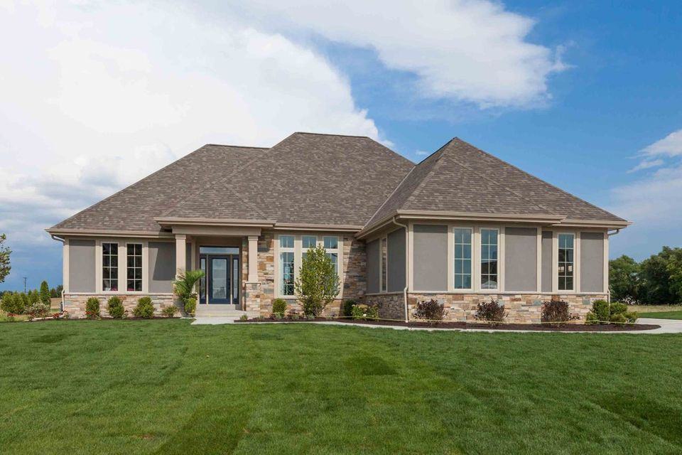 Single Family Home for Sale at W158N6552 Pawnee Court W158N6552 Pawnee Court Menomonee Falls, Wisconsin 53051 United States