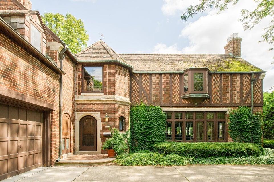 Single Family Home for Sale at 6936 N Barnett Lane 6936 N Barnett Lane Fox Point, Wisconsin 53217 United States