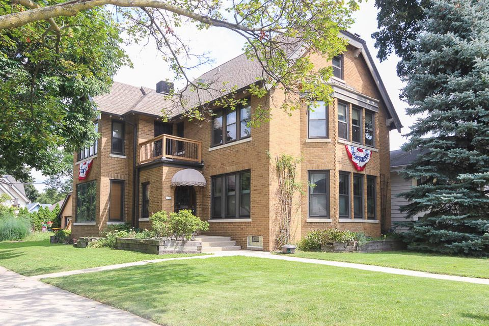 Single Family Home for Sale at 7130 W Wisconsin Avenue 7130 W Wisconsin Avenue Wauwatosa, Wisconsin 53213 United States
