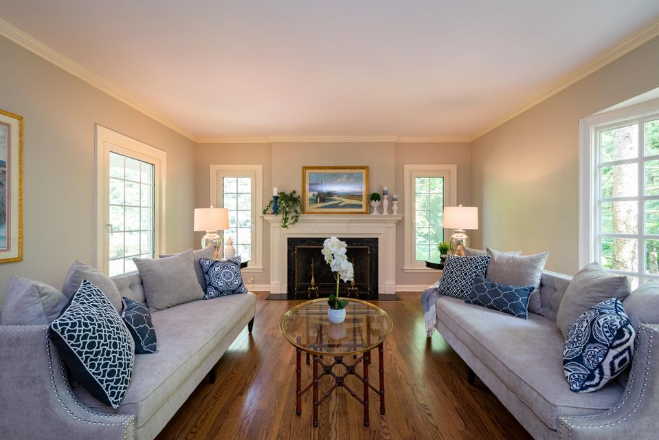 Single Family Home for Sale at 2401 W Cedar Lane 2401 W Cedar Lane River Hills, Wisconsin 53217 United States