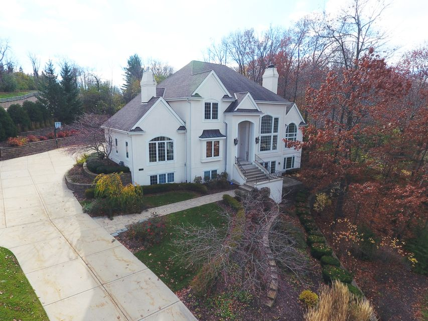 Single Family Home for Sale at 18865 Baythorn WAY 18865 Baythorn WAY Brookfield, Wisconsin 53045 United States