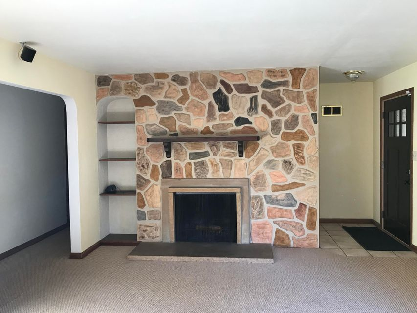 214 w alta loma cir thiensville wi mls 1550393 priced at
