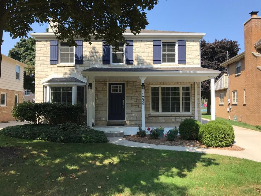 Single Family Home for Sale at 1230 E Courtland Place 1230 E Courtland Place Whitefish Bay, Wisconsin 53211 United States