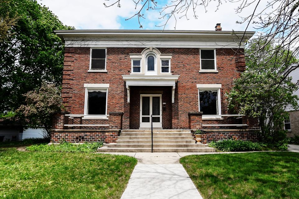 Single Family Home for Sale at 6910 W Wisconsin Avenue 6910 W Wisconsin Avenue Wauwatosa, Wisconsin 53213 United States