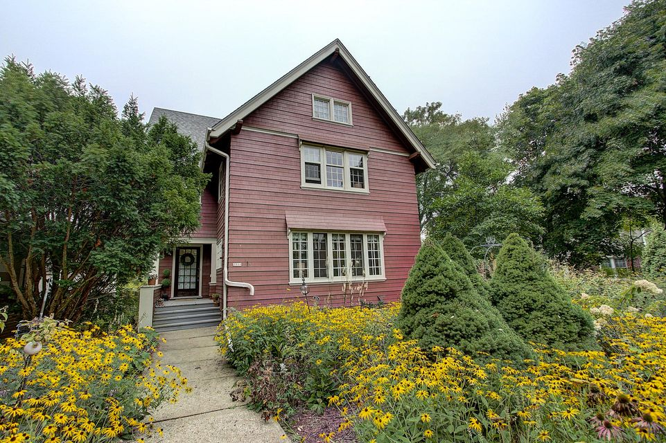 Single Family Home for Sale at 2511 E Menlo BLVD 2511 E Menlo BLVD Shorewood, Wisconsin 53211 United States