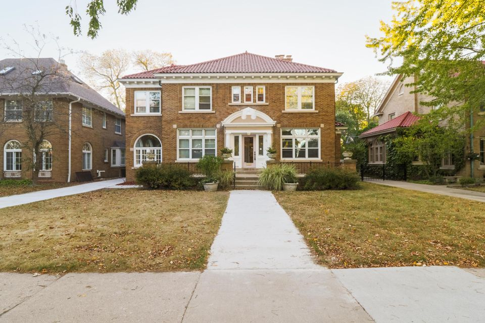 Single Family Home for Sale at 4079 N Lake Drive 4079 N Lake Drive Shorewood, Wisconsin 53211 United States
