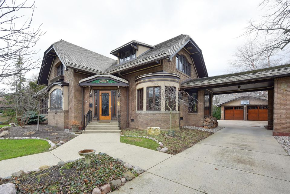 Single Family Home for Sale at 3937 N Lake Drive 3937 N Lake Drive Shorewood, Wisconsin 53211 United States