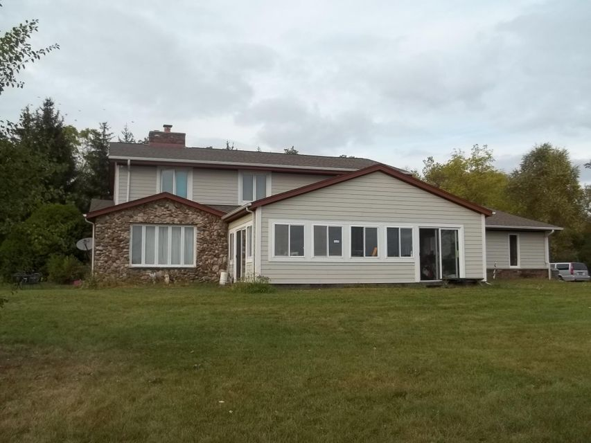 Single Family Home for Sale at W192N5371 One Mile Road W192N5371 One Mile Road Menomonee Falls, Wisconsin 53051 United States