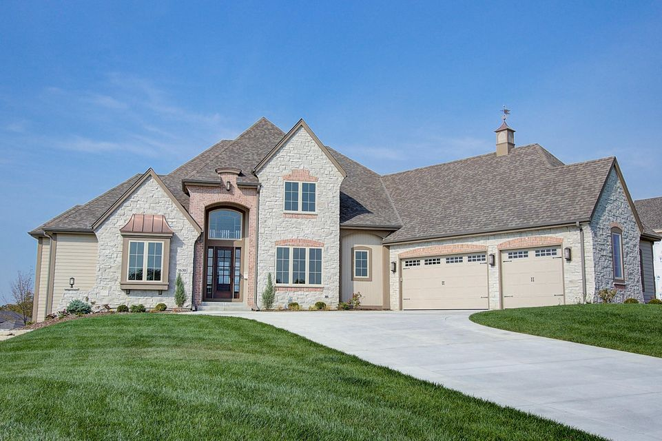 Single Family Home for Sale at 1630 Twisted Oak Court 1630 Twisted Oak Court Hartland, Wisconsin 53029 United States