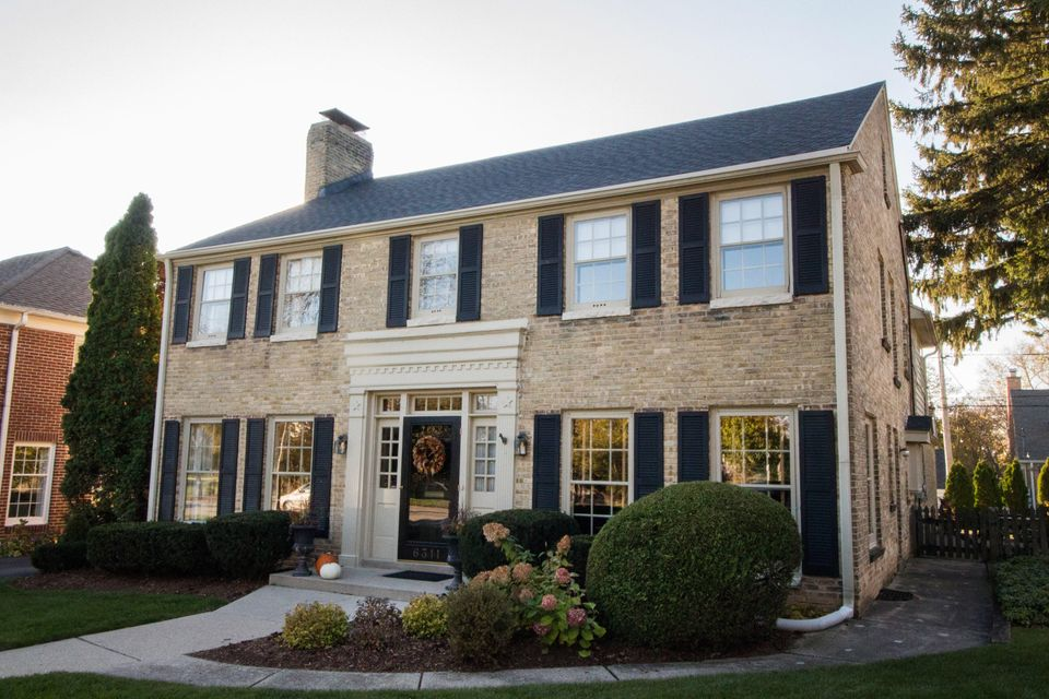 Single Family Home for Sale at 6311 N Lake Drive 6311 N Lake Drive Whitefish Bay, Wisconsin 53217 United States