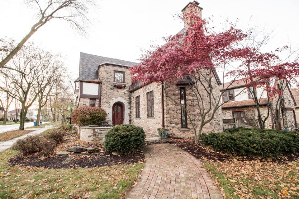 Single Family Home for Sale at 4903 N Cumberland BLVD 4903 N Cumberland BLVD Whitefish Bay, Wisconsin 53217 United States