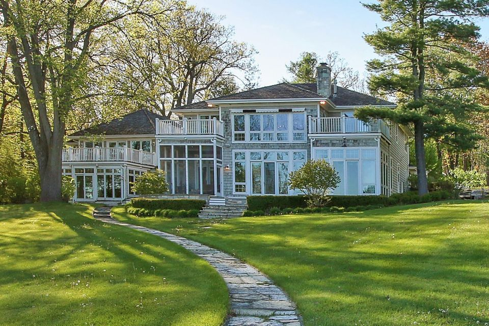 Single Family Home for Sale at W4411 N LakeShore Drive W4411 N LakeShore Drive Lake Geneva, Wisconsin 53147 United States