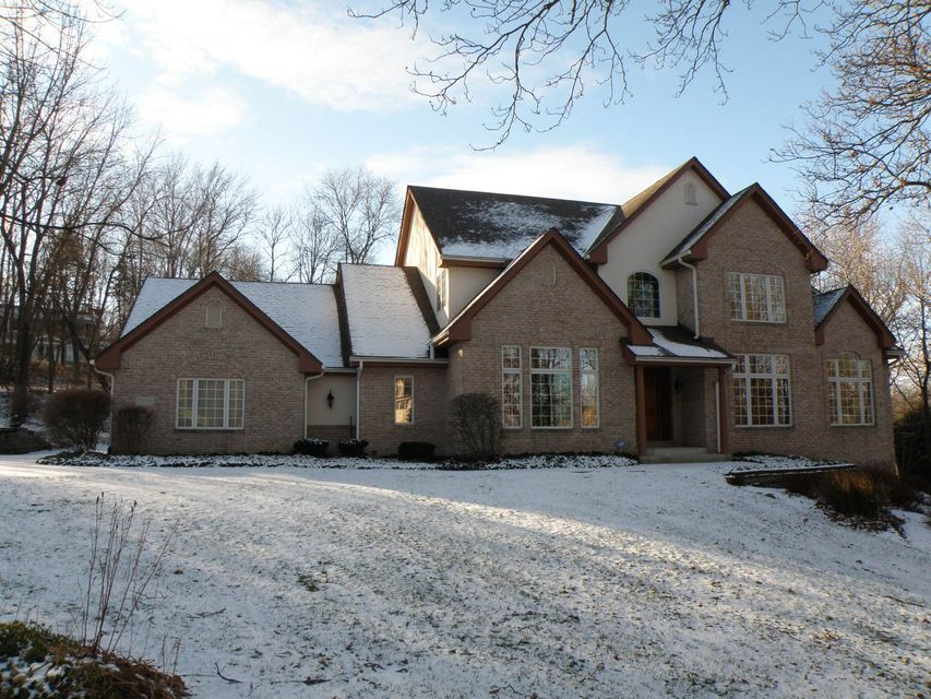 Single Family Home for Sale at 19455 Buckingham Place 19455 Buckingham Place Brookfield, Wisconsin 53045 United States