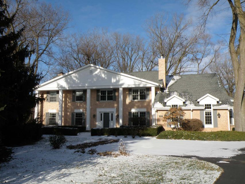 Single Family Home for Sale at 16240 Wildwood Court 16240 Wildwood Court Brookfield, Wisconsin 53005 United States