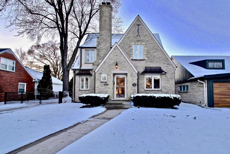Single Family Home for Sale at 2355 Pasadena Blvd 2355 Pasadena Blvd Wauwatosa, Wisconsin 53226 United States