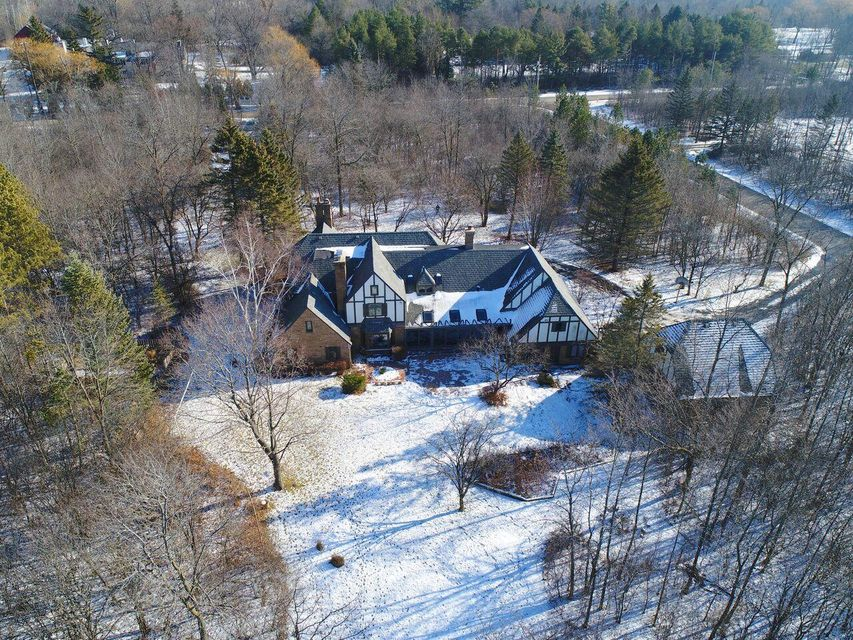 Single Family Home for Sale at 9315 N Range Line Road 9315 N Range Line Road River Hills, Wisconsin 53217 United States