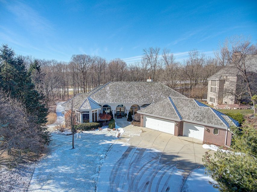 Single Family Home for Sale at W131N7877 Country Club Court W131N7877 Country Club Court Menomonee Falls, Wisconsin 53051 United States