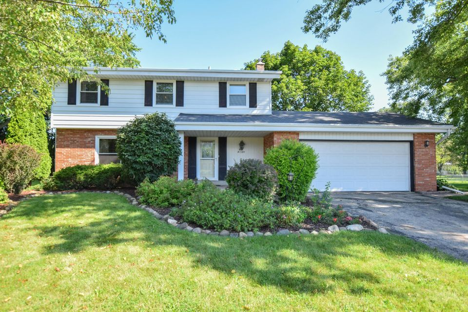 Single Family Home for Sale at N114W15394 Gettysburg Drive N114W15394 Gettysburg Drive Germantown, Wisconsin 53022 United States
