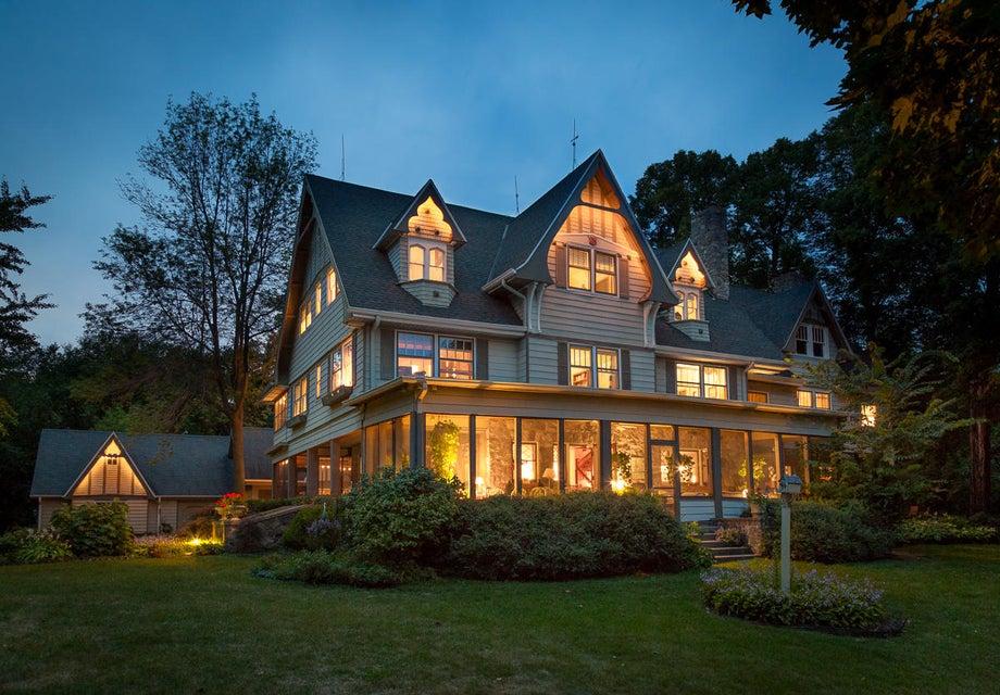 Single Family Home for Sale at 4325 W Beach Road 4325 W Beach Road Oconomowoc, Wisconsin 53066 United States