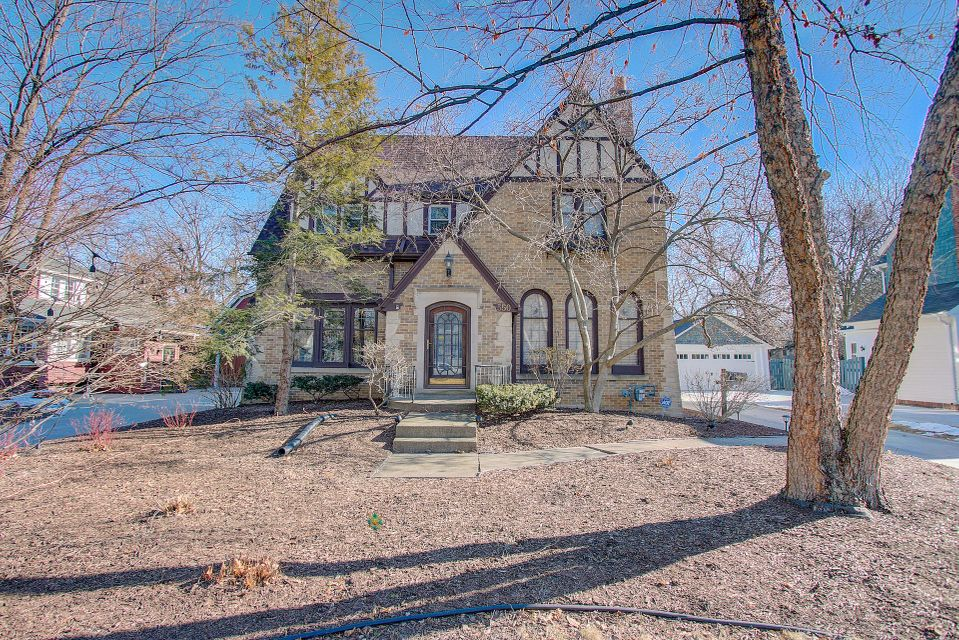 Single Family Home for Sale at 550 N 68th Street 550 N 68th Street Wauwatosa, Wisconsin 53213 United States
