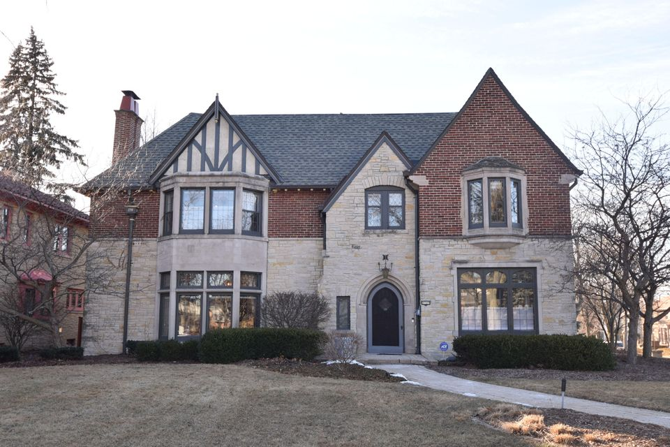Single Family Home for Sale at 3725 N Lake Drive 3725 N Lake Drive Shorewood, Wisconsin 53211 United States