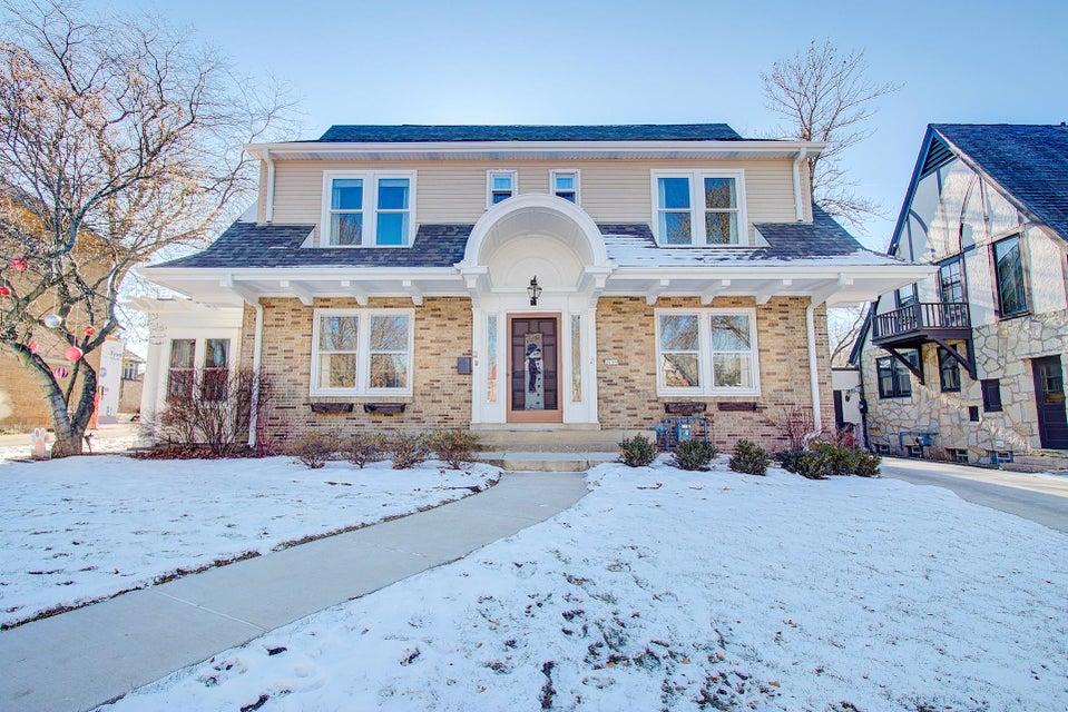 Single Family Home for Sale at 2609 E Newton Avenue 2609 E Newton Avenue Shorewood, Wisconsin 53211 United States