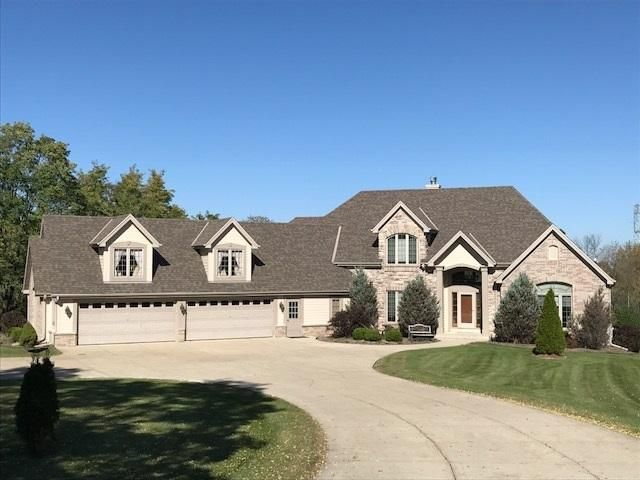 Single Family Home for Sale at S58 W23450 Glengarry Road S58 W23450 Glengarry Road Waukesha, Wisconsin 53189 United States