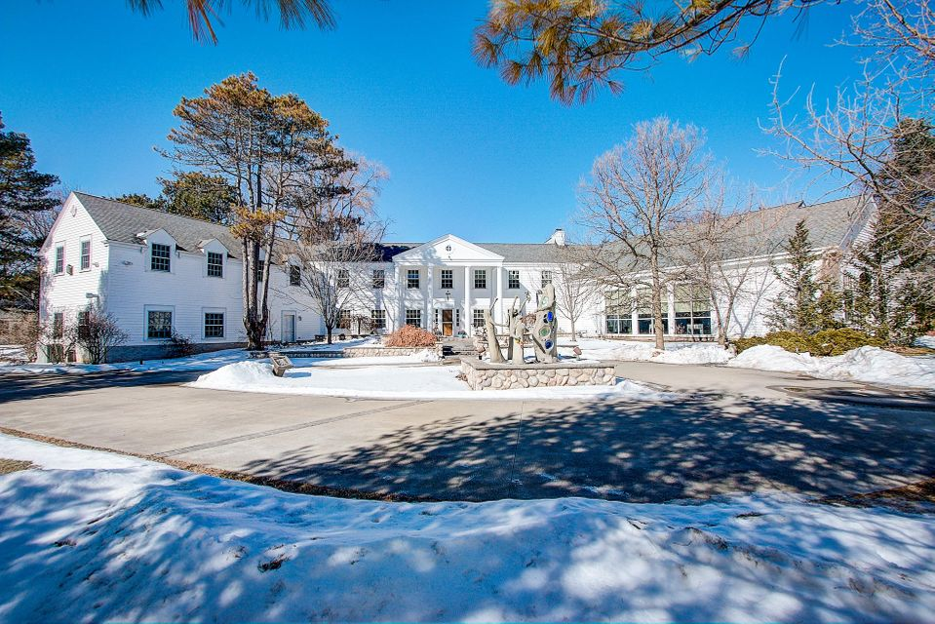 Single Family Home for Sale at 1400 E Fox Lane 1400 E Fox Lane Fox Point, Wisconsin 53217 United States
