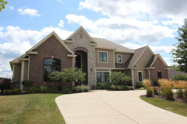 Single Family Home for Sale at 1241 Mary Hill Circle 1241 Mary Hill Circle Hartland, Wisconsin 53029 United States