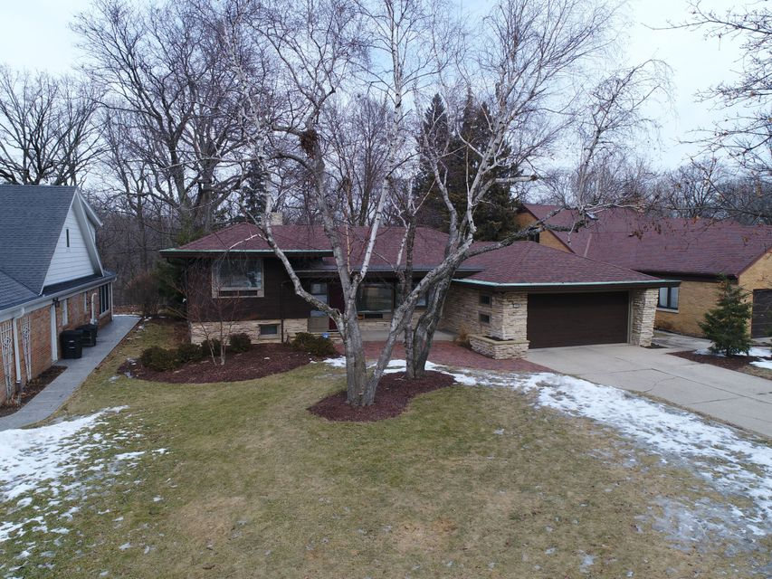 Single Family Home for Sale at 7400 Maple Ter 7400 Maple Ter Wauwatosa, Wisconsin 53213 United States
