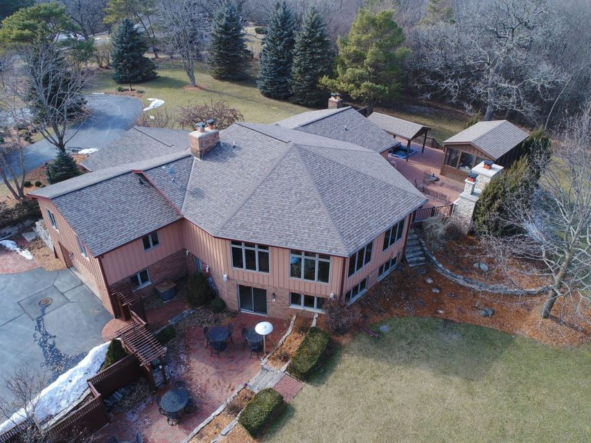Single Family Home for Sale at S28W30070 Bryn Mawr Court S28W30070 Bryn Mawr Court Waukesha, Wisconsin 53188 United States